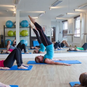 Nikki leading a matwork pilates class